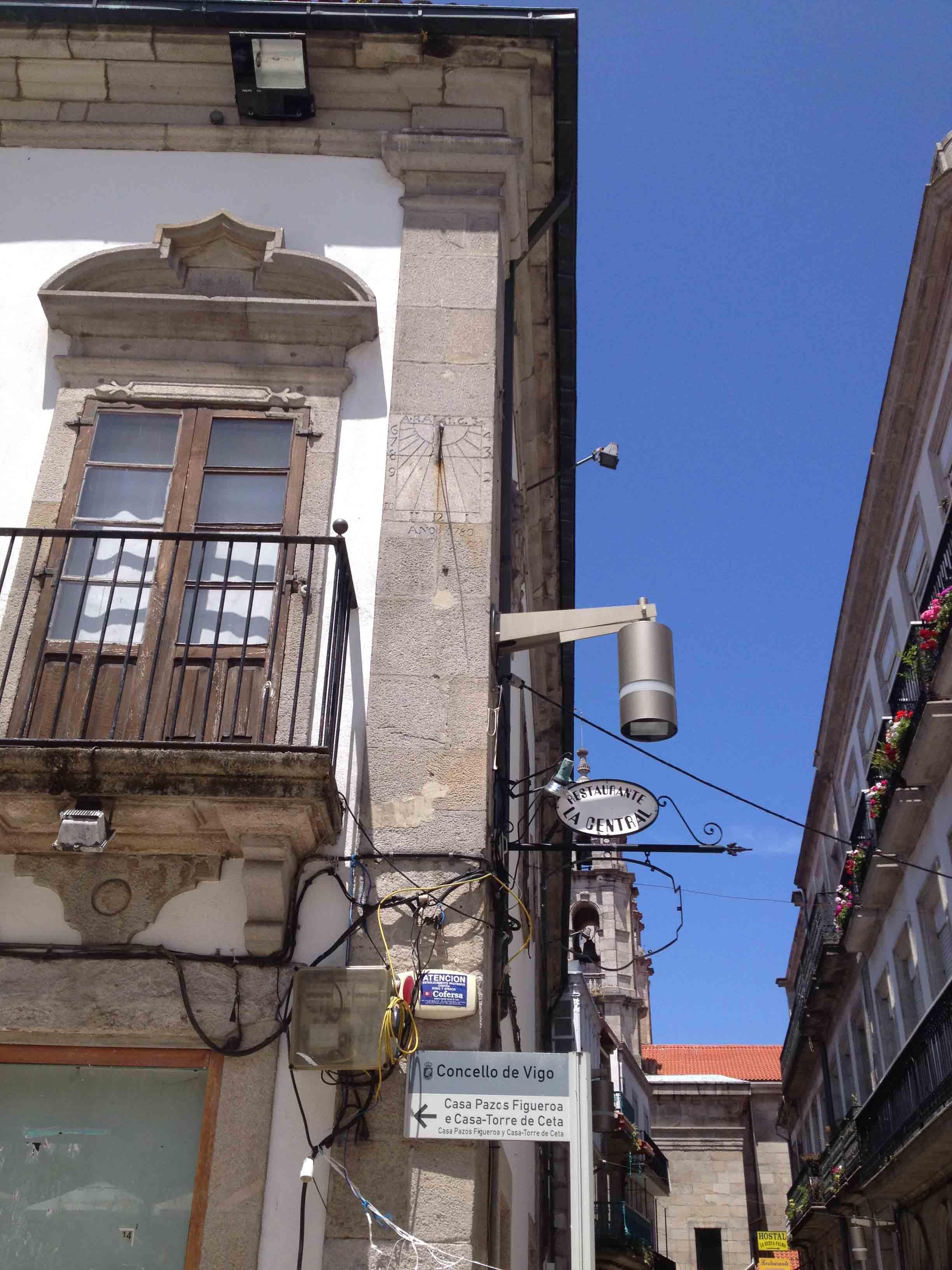 Reloj de Sol Plaza Constitución