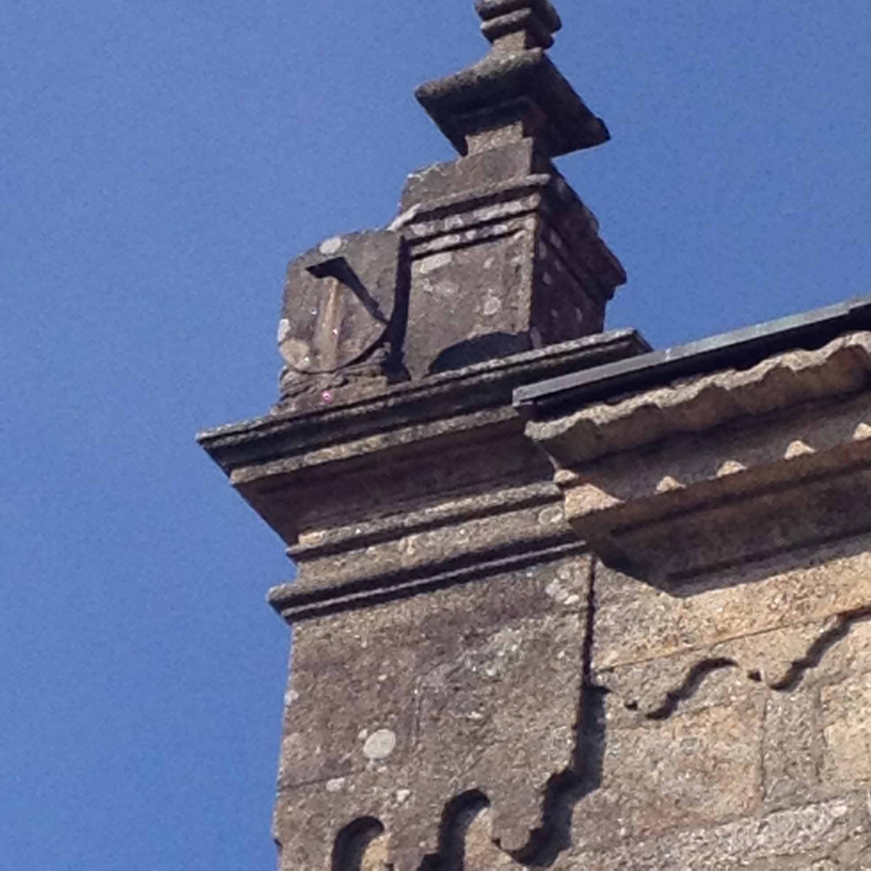 Reloj de sol de la iglesia de Santiago de Redondela