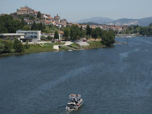 río-miño-catamarán